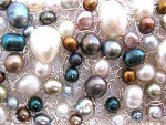 What can I  wear colored pearls with?
