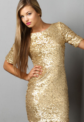 What type of jewelry can I wear with a gold sequin dress on NYE