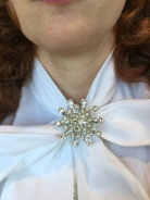 How can I wear a brooch?