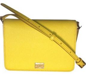 What handbag colors are most versatile?