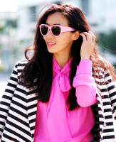 Can I wear a yellow shell with a black & white print jacket?