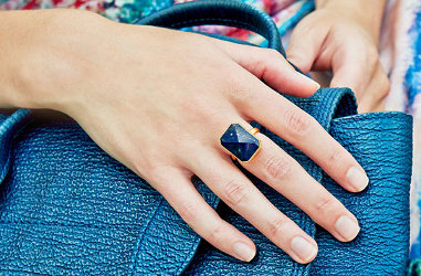 What is smart jewelry?