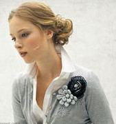 Are brooches in style?