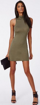 What color accessories can I wear with a khaki color dress?