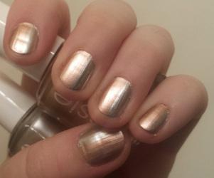 What color nail polish should a bride wear?