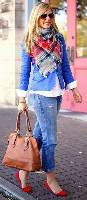 Should the color of your shoes & purse match?