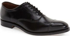 What shoes should I wear with a navy suit for a Memorial Day wedding?