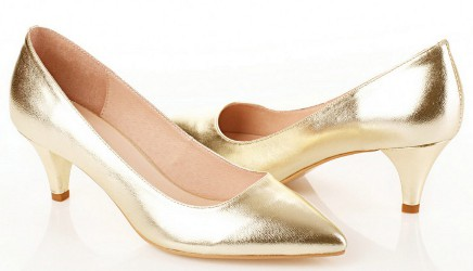 What shoes can I wear with a fitted gold shimmery dress for NYE? I'm not really good at walking in heels.