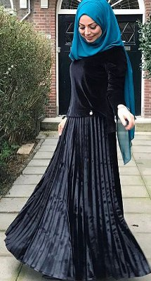 black pleated maxi skirt how to wear