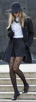 Does wearing pantyhose make you look old?