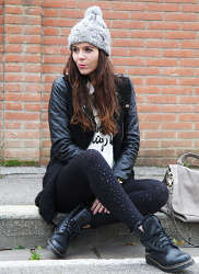Can I style black leggings with ankle boots?