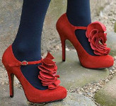 What color of pantyhose should I wear with a navy blue dress, red heels & a red belt?