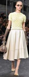 Can short women wear midi length skirts?