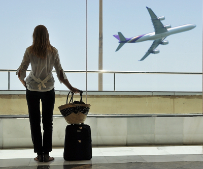 travel-woman-in-airport