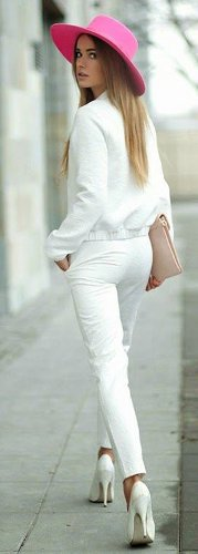 What color shoes & accessories look best with white outfits?