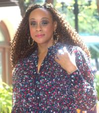 Yolanda Wright Fashion Editor
